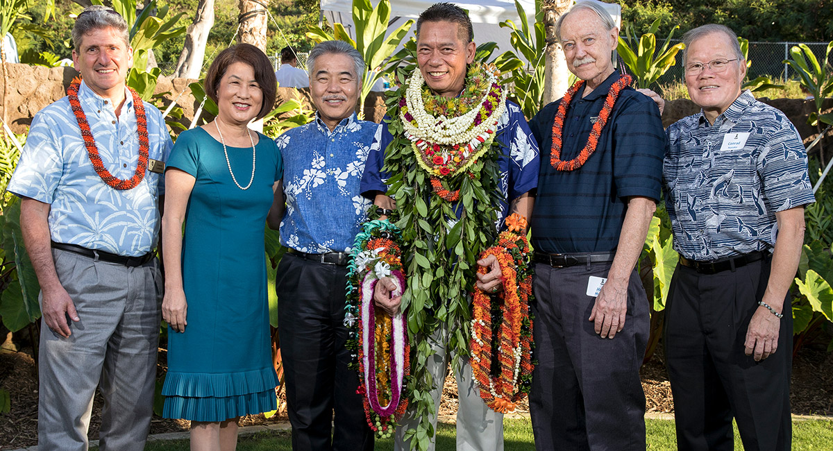 Kelvin Ro with Governor Ige