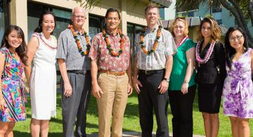 Shidler College of Business awards 290 scholarships
